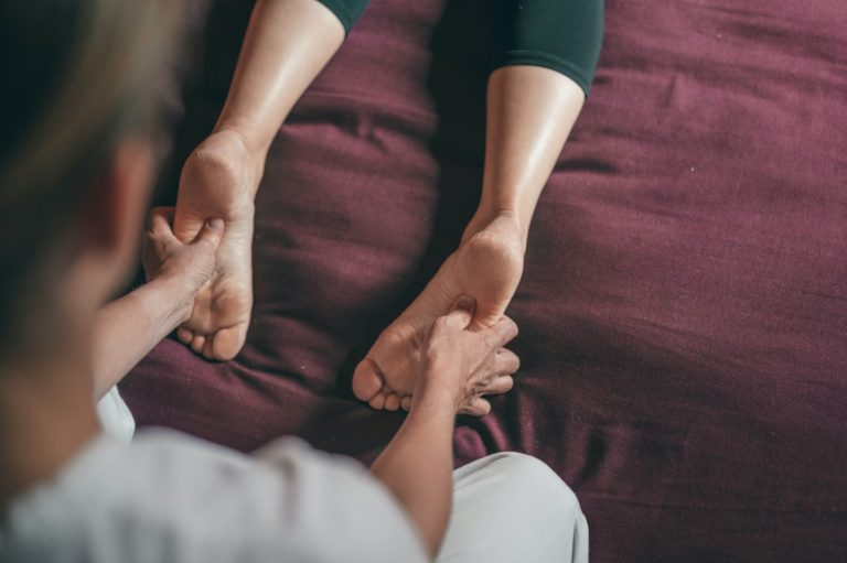 Reflexology for Stress – Complete Relaxation just by Massaging Your Feet