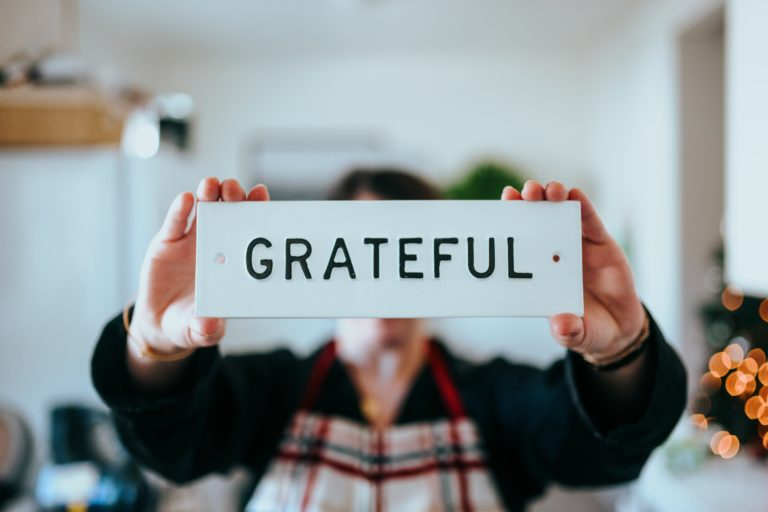Simple Ways to Practice Gratitude & Completely Transform Your Life
